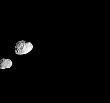 interesnye-fakty-o-planete-saturn-15-faktov-o-saturne-foto-sputniki-saturna-yanus-i-epimetej-yanus-krupnee
