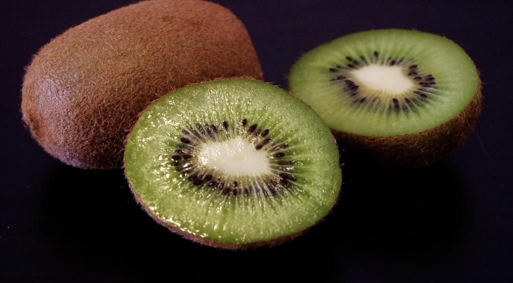 interesnye-fakty-o-poleznom-frukte-kivi-foto-frukt-kivi-v-razreze