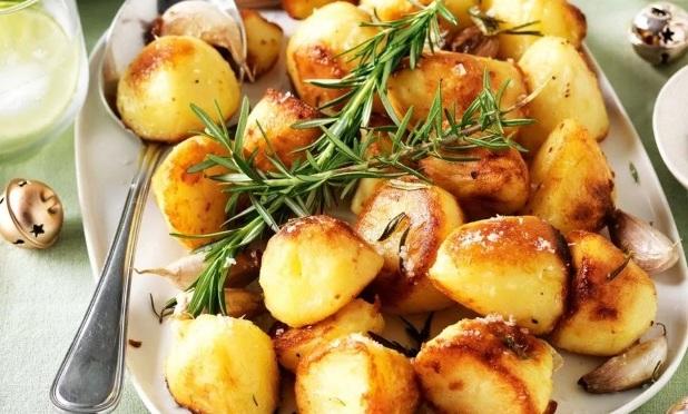 kak-prigotovit-molodoj-kartofel-vkusno-i-bystro-TOP-4-retsepta-foto-molodoj-kartofel-s-razmarinom