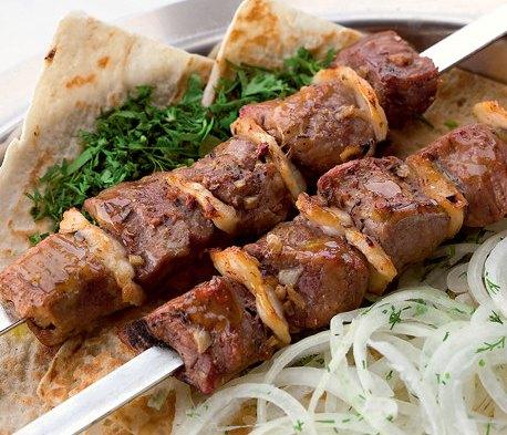 shashlyk-s-kurdyuchnym-salom-iz-baraniny-po-uzbekski-retsept-prigotovleniya-foto-uzbekskij-shashlyk-iz-baraniny