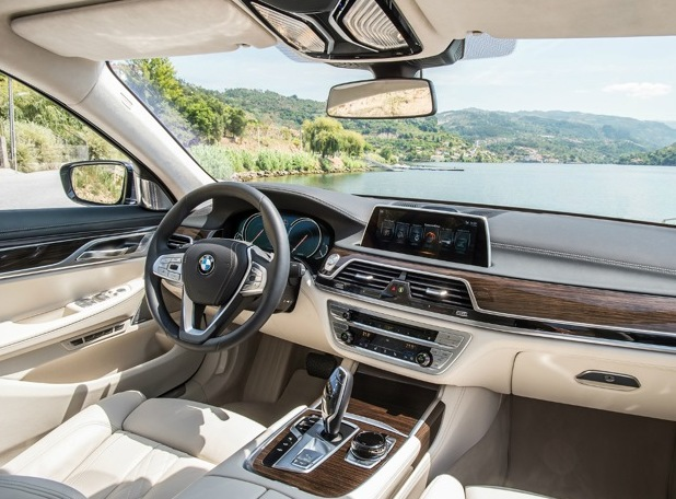 Rejting-5-samyh-bystryh-dizelnyh-avtomobilej-poslednih-let-foto-BMW-740d-xDrive-salon