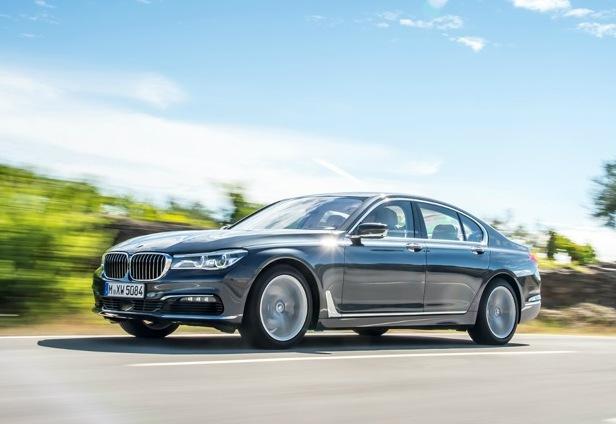 Rejting-5-samyh-bystryh-dizelnyh-avtomobilej-poslednih-let-foto-BMW-740d-xDrive