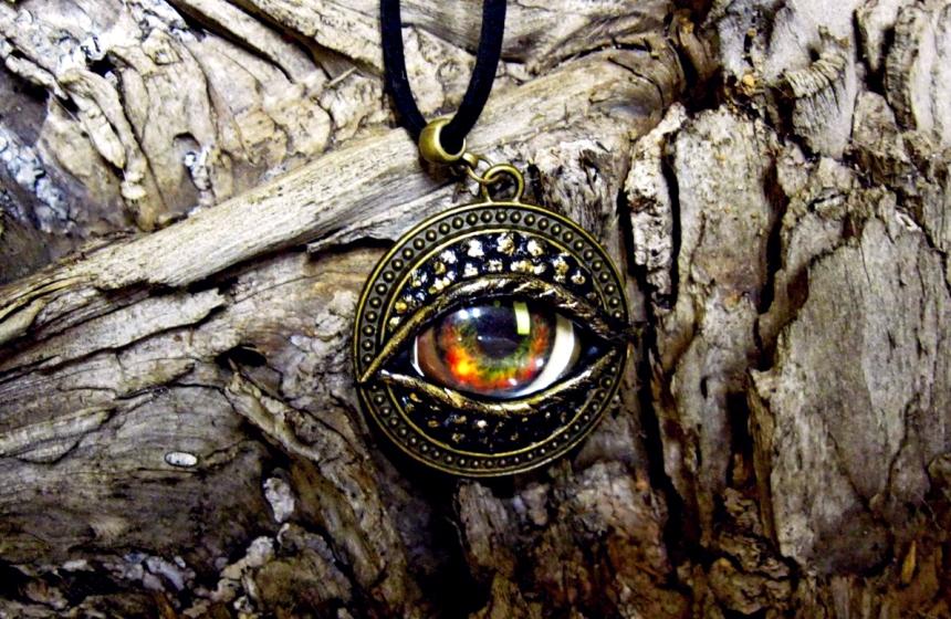 magicheskij-talisman-svoimi-rukami-materialy-i-sposoby-izgotovleniya-foto-amulet-vsevidyashhee-oko