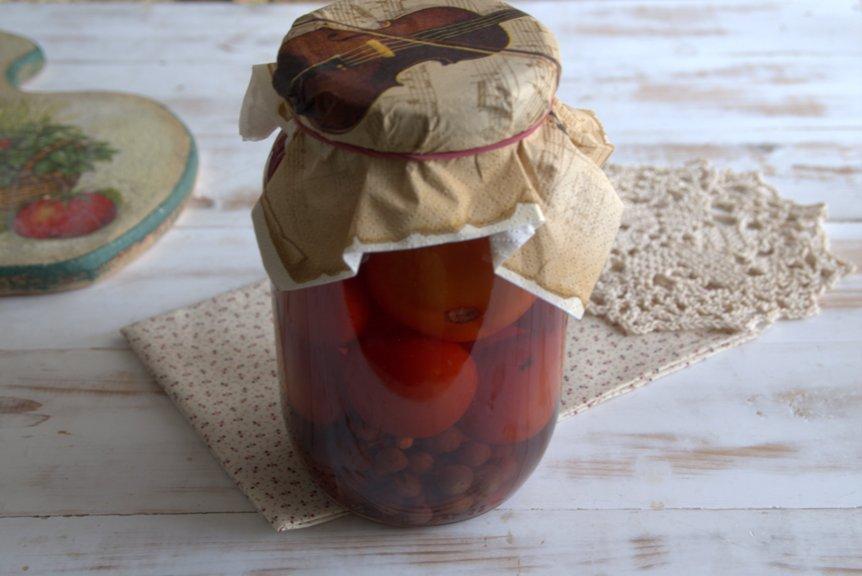 pomidory-konservirovannye-s-vinogradom-poshagovyj-retsept-pikantnoj-zagotovki-foto