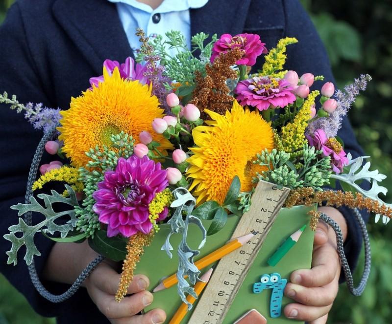 Цветов, букет учителю на выпускной