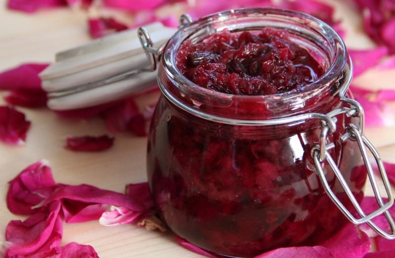 sedobnye-tsvety-4-kulinarnyh-retsepta-vkusnogo-aromatnogo-lakomstva-foto-konfityur-iz-roz...
