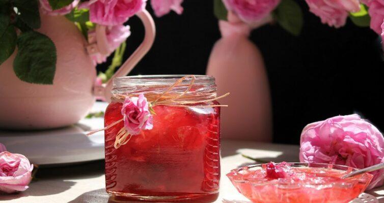 sedobnye-tsvety-4-kulinarnyh-retsepta-vkusnogo-aromatnogo-lakomstva-iz-tsvetov-foto-konfityur-iz-roz