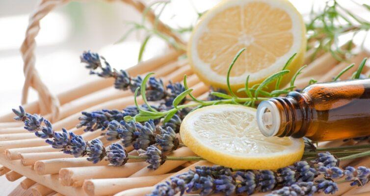 kak-izbavitsya-ot-zapaha-lekarstv-v-dome-tri-effektivnyh-sposoba-foto-lavanda-i-limon-efirnoe-maslo