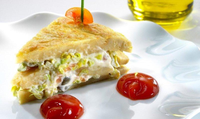 kak-prigotovit-neobychnyj-omlet-3-appetitnyh-i-vkusnyh-retsepta-foto-omlet-ispanskaya-tortilya-espanola