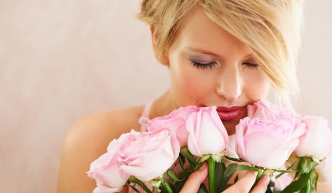 kakie-tsvety-darit-devushke-na-pervom-svidanii-foto-rozovye-rozy
