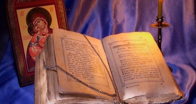 narodnye-primety-pro-ikonu-foto-ikona-Bogoroditsa-svecha-ivangelie
