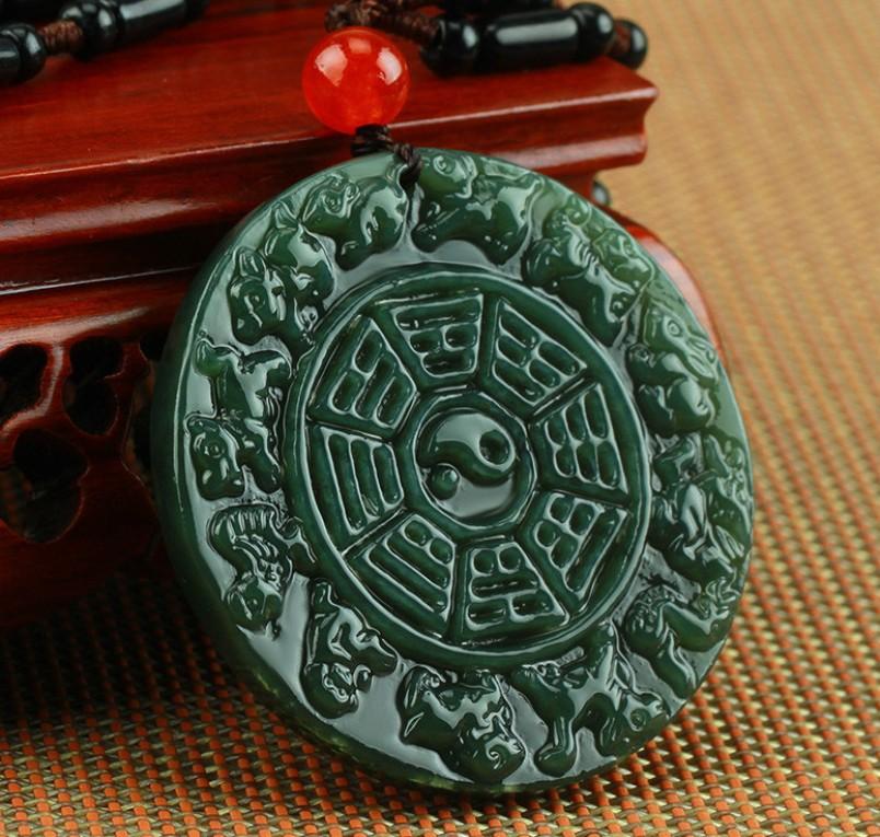 prednaznachenie-talismanov-iz-nefrita-kak-aktivirovat-magicheskie-svojstva-kamnya-foto-nefritovyj-amulet