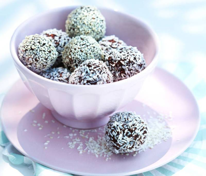 shvedskij-desert-bez-vypechki-Chokladbollar-shokoladnye-shariki-retsept-prigotovleniya-foto-video-retsept