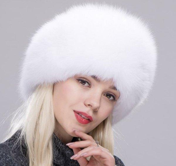 kak-pochistit-belyj-meh-bez-himchistki-v-domashnih-usloviyah-foto-devushka-v-beloj-mehovoj-shapke-mongolke