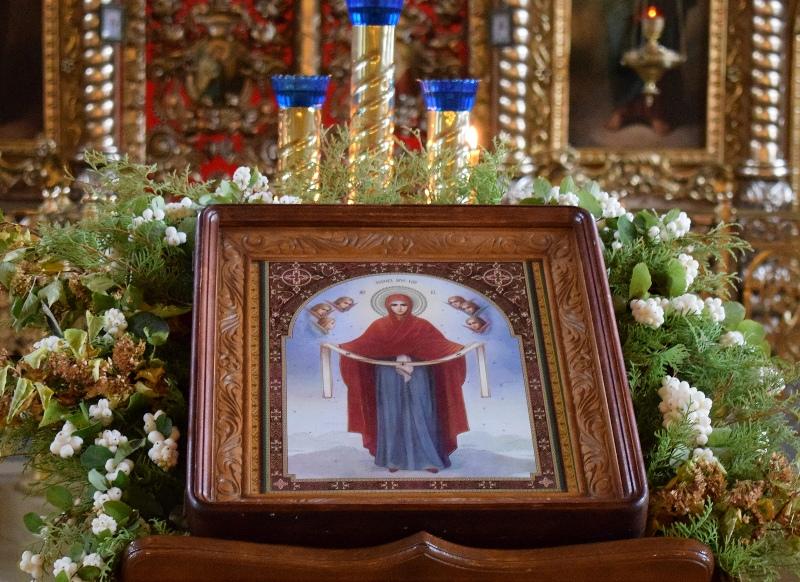 zametki-o-prazdnike-pokrov-presvyatoj-bogoroditsy-14-oktyabrya-foto-ikona-pokrova-presvyatoj-bogoroditsy-omofor-v-hrame