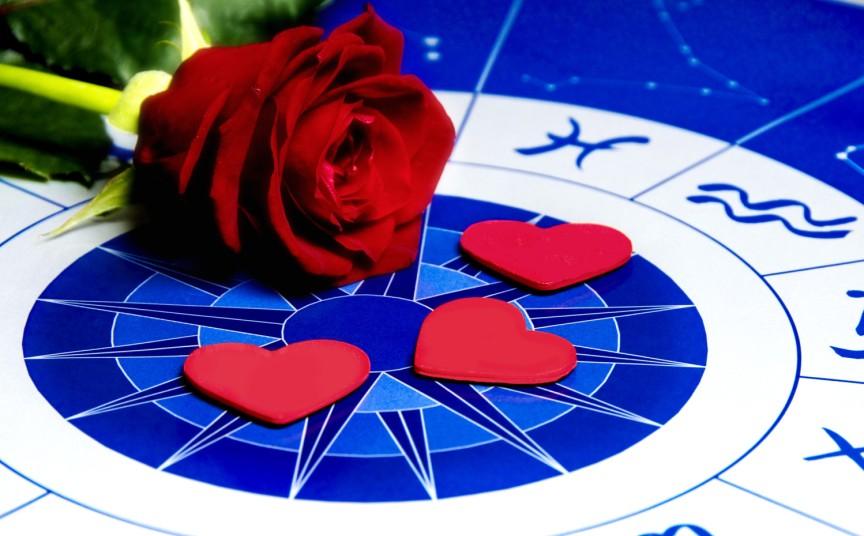 tri-znaka-zodiaka-kotorye-imeyut-shans-vernut-byluyu-lyubov-v-novom-godu-foto-roza-i-zodiakalnyj-krug