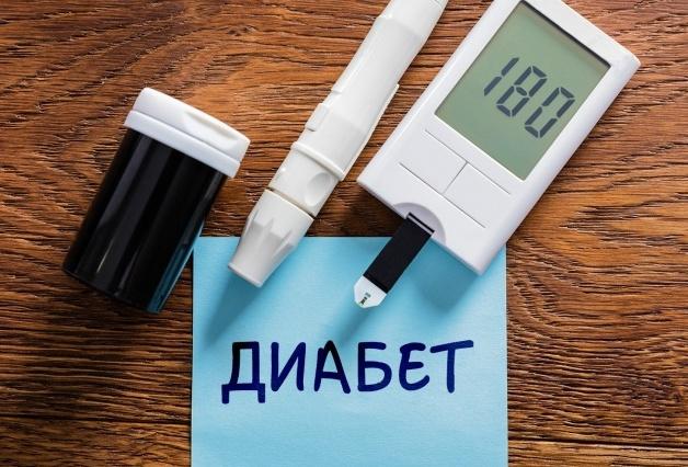ot-chego-sinyaki-mogut-poyavlyatsya-bez-vidimyh-na-to-prichin-foto-sinyaki-ot-sahornogo-diabeta