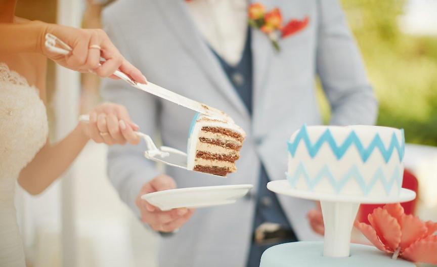 primety-o-svadebnom-i-imeninnom-prazdnichnom-torte-foto