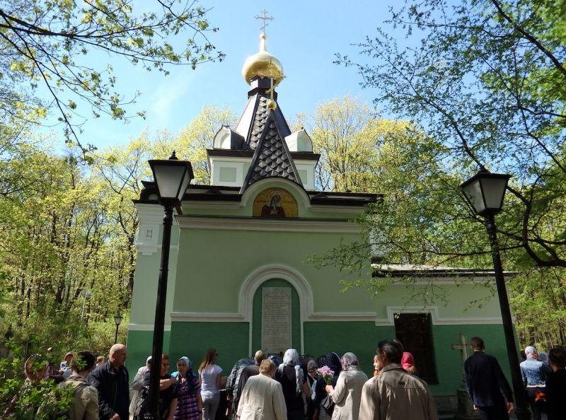 segodnya-6-fevralya-den-pamyati-blazhennoj-ksenii-peterburgskoj-komu-pomogaet-svyataya-foto-chasovnya-svyatoj-blazhenoj-ksenii-peterburgskoj