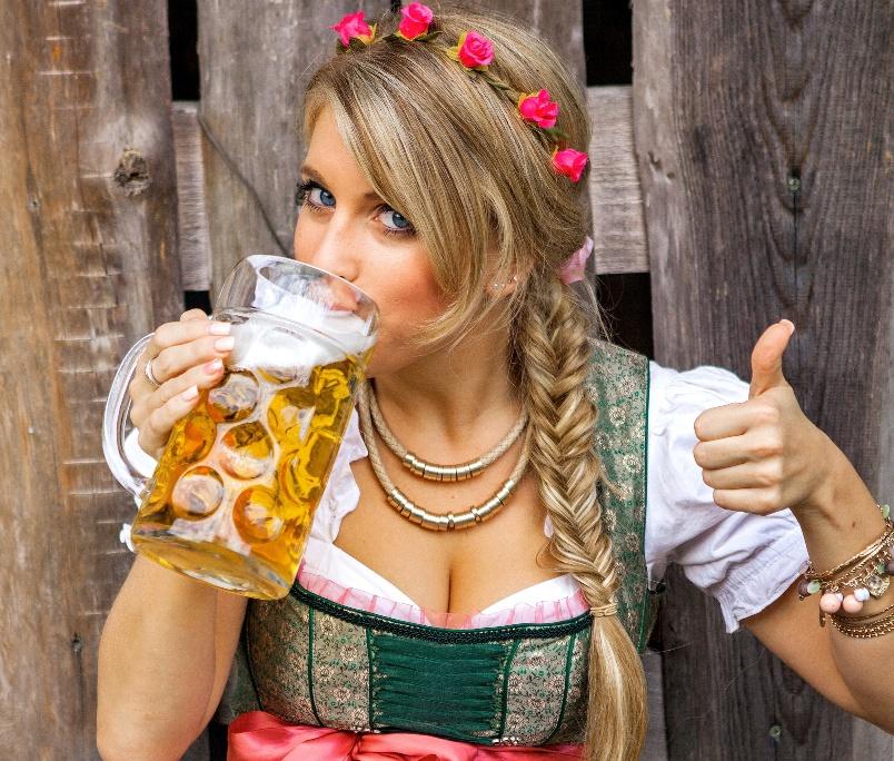 kak-pivo-vliyaet-na-zdorove-zhenshhiny-foto-devushka-pet-pivo