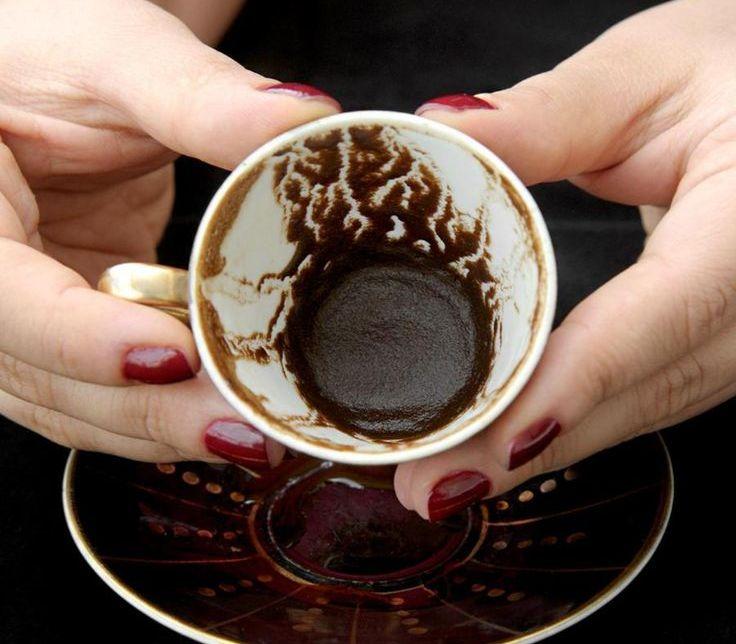 kak-uvidet-svoyo-budushhee-s-pomoshhyu-kofe-foto-gadanie-na-kofejnoj-gushhe...