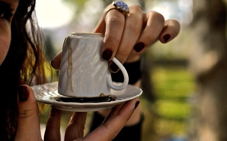 kak-uvidet-svoyo-budushhee-s-pomoshhyu-kofe-foto-gadanie-na-kofejnoj-gushhe