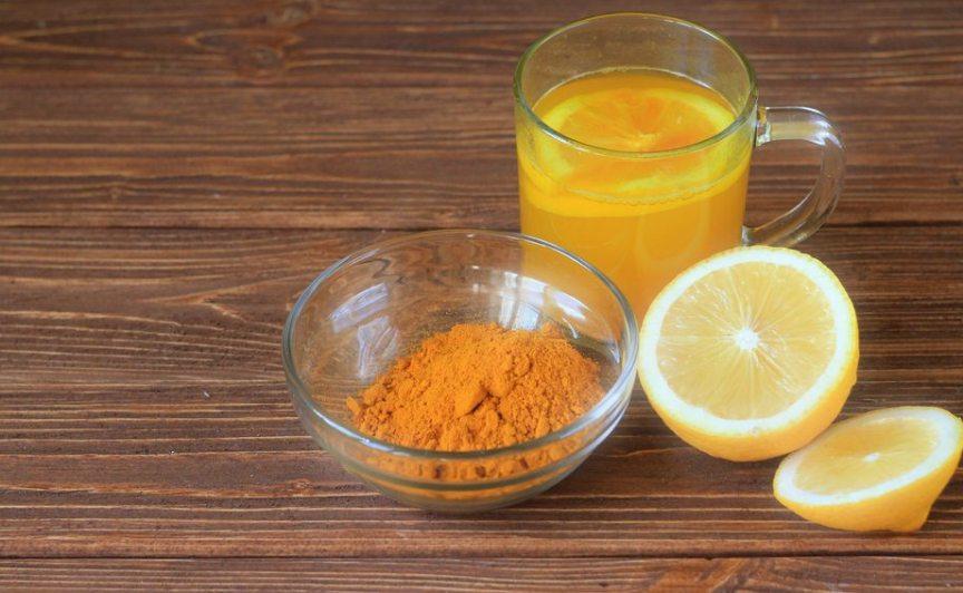 napitok-iz-kurkumy-dlya-immuniteta-2-retsepta-prigotovleniya-foto-napitok-kurkuma-s-limonom