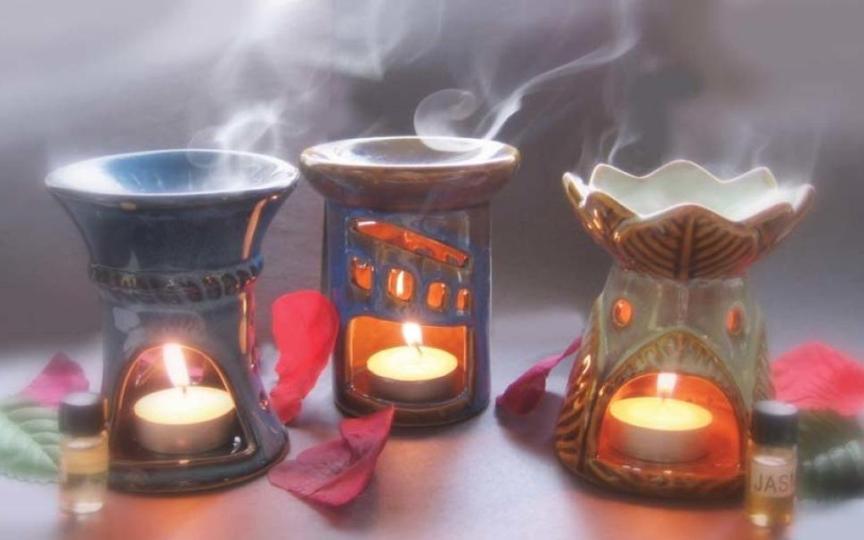 aromaty-zashhitniki-ot-negativa-dlya-aury-cheloveka-foto-aromalampy-s-aromatami