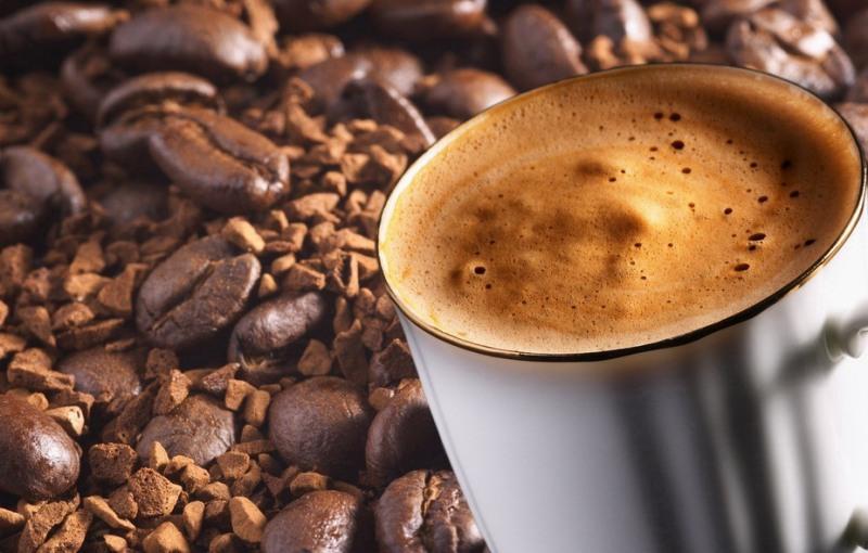 kakie-produkty-sposobstvuyut-obrazovaniyu-kamnej-v-pochkah-5-produktov-foto-krepkij-kofe-i-kofejnye-zerna