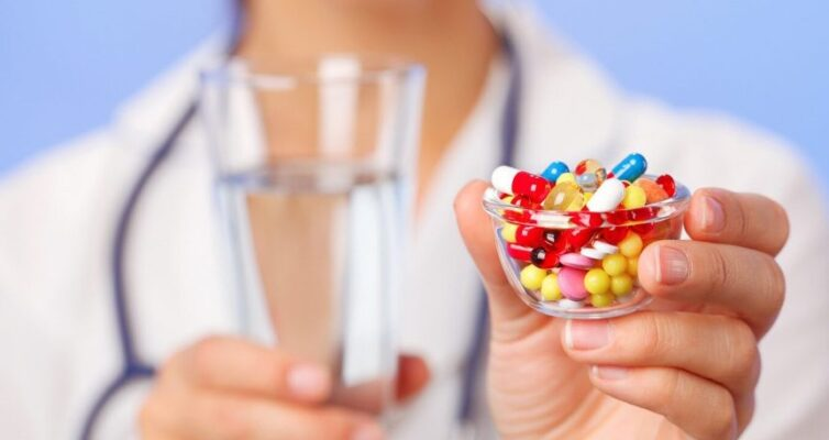 chto-delat-pri-peredozirovki-antibiotikami-simptomy-i-pervaya-pomoshh