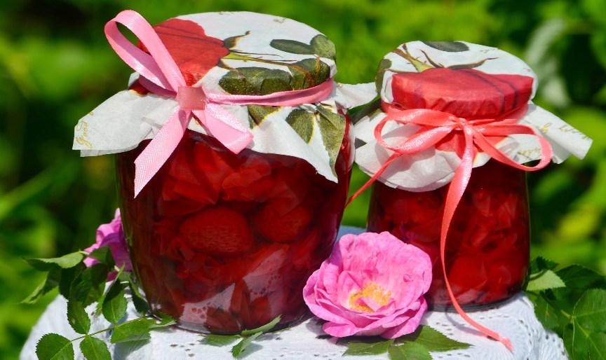 kak-prigotovit-klubnichnoe-varene-aromat-rozy-s-lepestkami-roz-retsept-foto
