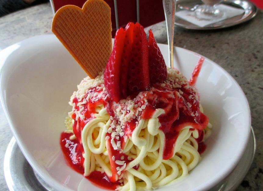 morozhenoe-spagetti-samye-udivitelnye-i-vkusnye-morozhenye-v-mire