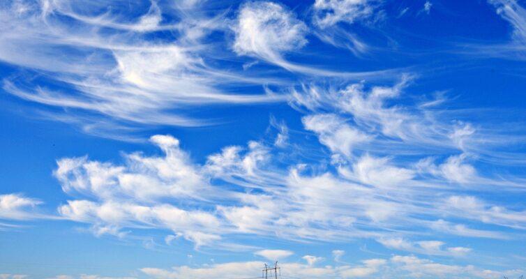 narodnye-primety-i-poverya-pro-oblaka-foto-krasivye-oblaka-v-golubom-nebe