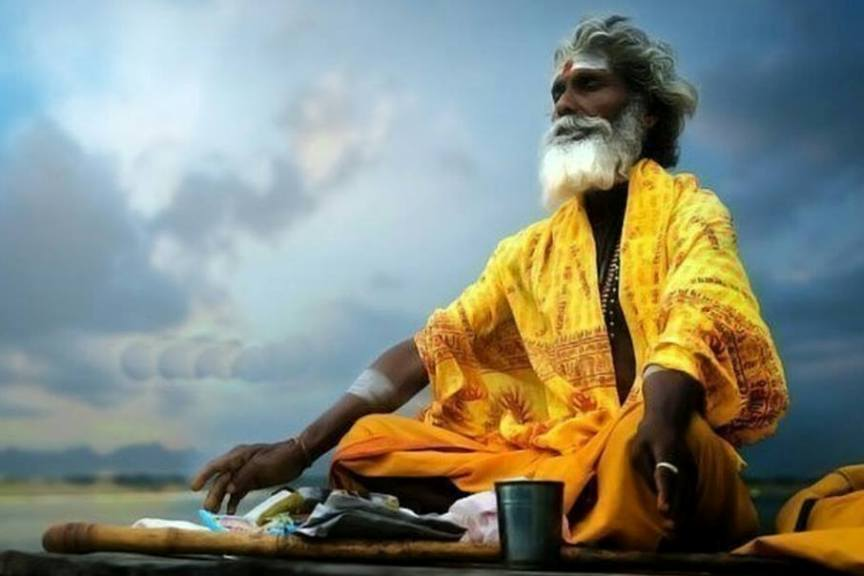 indijskie-duhovnye-zakony-osoznav-kotorye-vasha-zhizn-izmenitsya-k-luchshemu-foto-indijskij-mudrets-jog