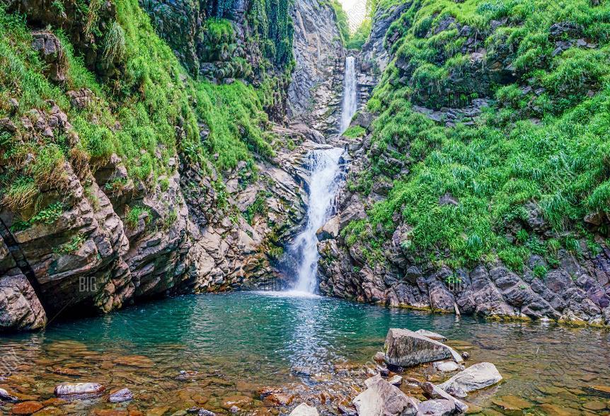 6-samyh-krasivyh-vodopadov-Rossii-kotorye-stoit-posetit-adresa-kak-dobratsya-foto-vodopad-bezymyannyj-sochi