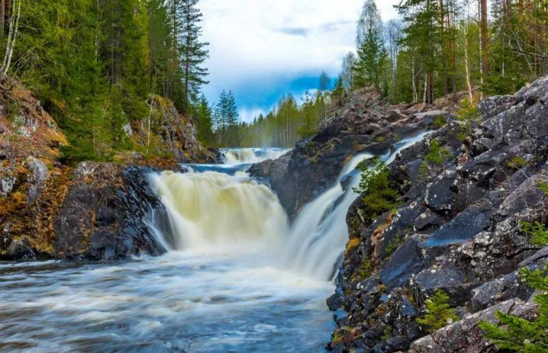 6-samyh-krasivyh-vodopadov-Rossii-kotorye-stoit-posetit-adresa-kak-dobratsya-foto-vodopad-kivach-kareliya...