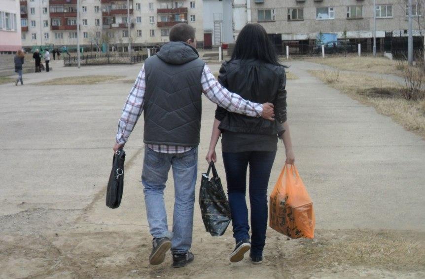 devushka-proyavlyaet-chrezmernuyu-opeku-i-vedet-sebya-kak-mat-chto-delat-muzhchine...