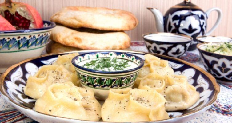 uzbechka-nauchila-gotovit-vkusnye-i-sochnye-manty-s-baraninoj-i-zelenyu-delyus-retseptom-foto-manty-po-uzbekski