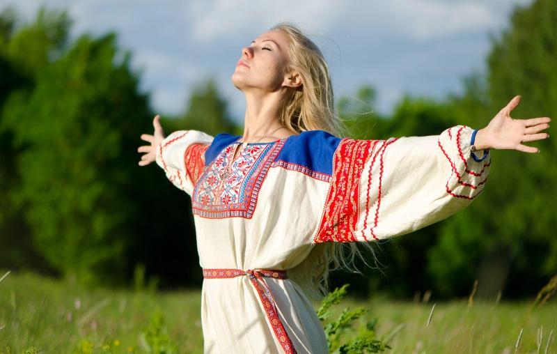 samye-krasivye-starinnye-slavyanskie-imena-dlya-devochki-znachenie-imen-i-harakter-foto-slavyanskaya-devushka-darina