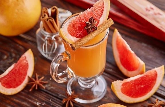 effektivnye-dlya-immuniteta-napitki-kak-prigotovit-samye-poleznye-foto-grejpfrut-s-mandarinom-i-pryanostyami