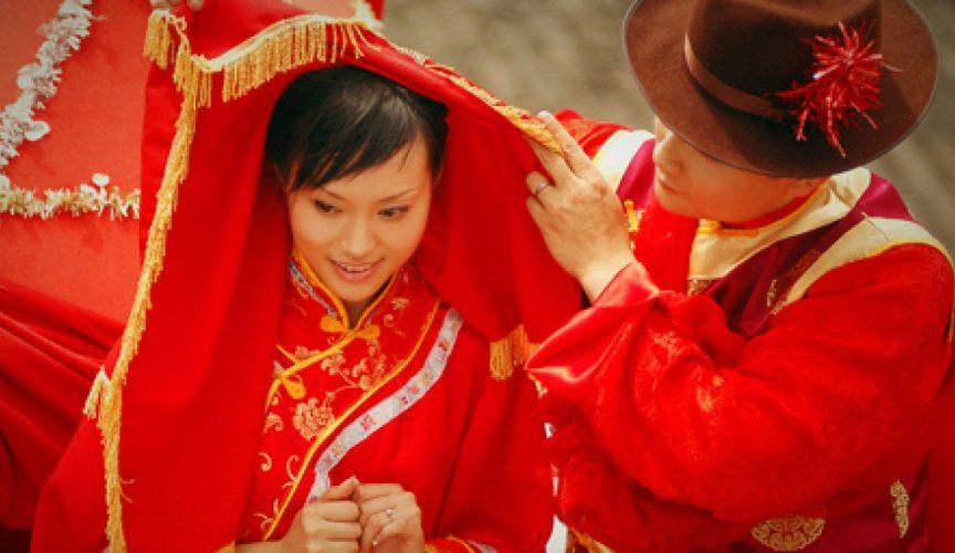 interesnye-svadebnye-traditsii-v-raznyh-stranah-mira-foto-svadba-v-kitae-zhenih-i-nevesta