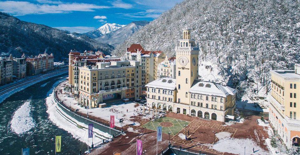 zimnij-otdyh-v-sochi-kak-dobratsya-i-gde-ostanovitsya-adresa-i-tseny-foto-roza-hutor-zimoj-krasnaya-polyana