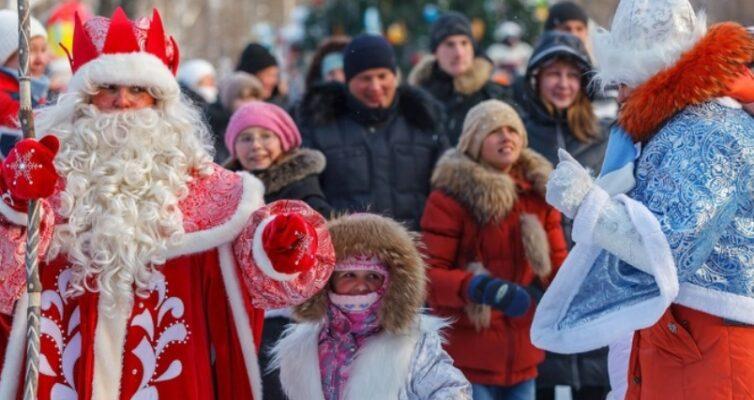 14-yanvarya-staryj-novyj-god-i-den-svyatogo-vasiliya-traditsii-i-primety-foto-ded-moroz-i-snegurochka-na-staryj-novyj-god