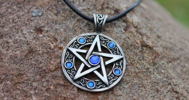 primety-ob-amuletah-i-talismanah-foto-keltskaya-pentagramma