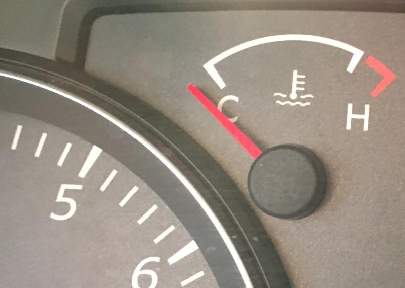 kak-pravilno-zamenit-maslo-v-dvigatele-avtomobilya-Suzuki-Jimny-foto-14