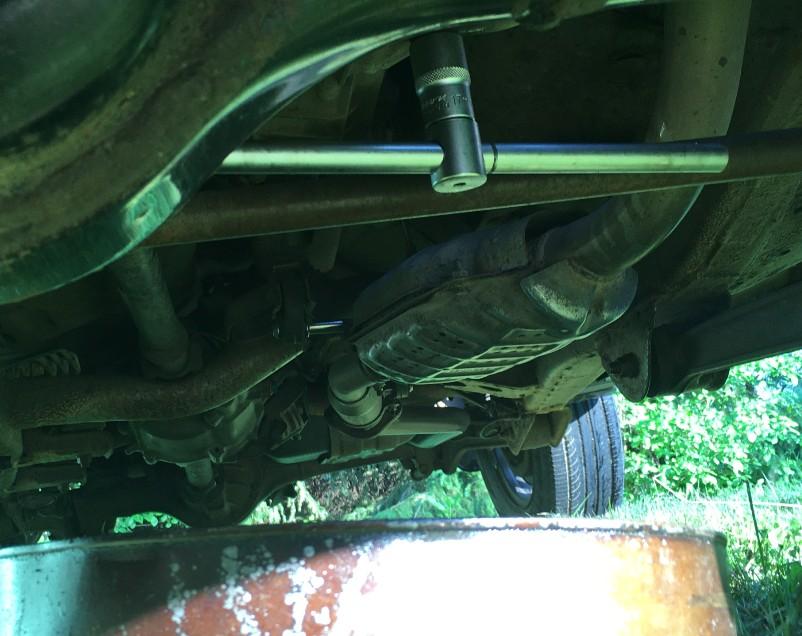 kak-pravilno-zamenit-maslo-v-dvigatele-avtomobilya-Suzuki-Jimny-foto-15