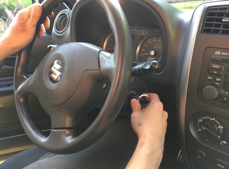 kak-pravilno-zamenit-maslo-v-dvigatele-avtomobilya-Suzuki-Jimny-foto-21