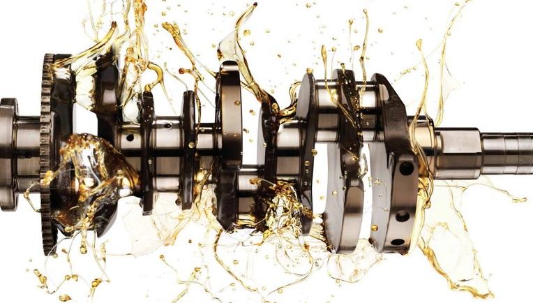 kak-pravilno-zamenit-maslo-v-dvigatele-avtomobilya-Suzuki-Jimny-foto-3