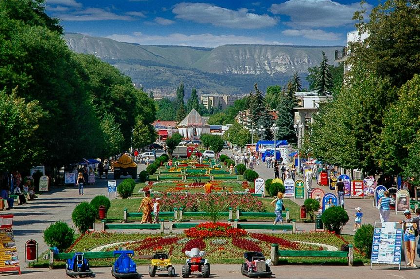 kavkazskie-mineralnye-vody-sozvezdie-kurortov-dlya-ozdorovleniya-i-otdyha-foto-Kislovodsk-bulvar-kurortnyy-park