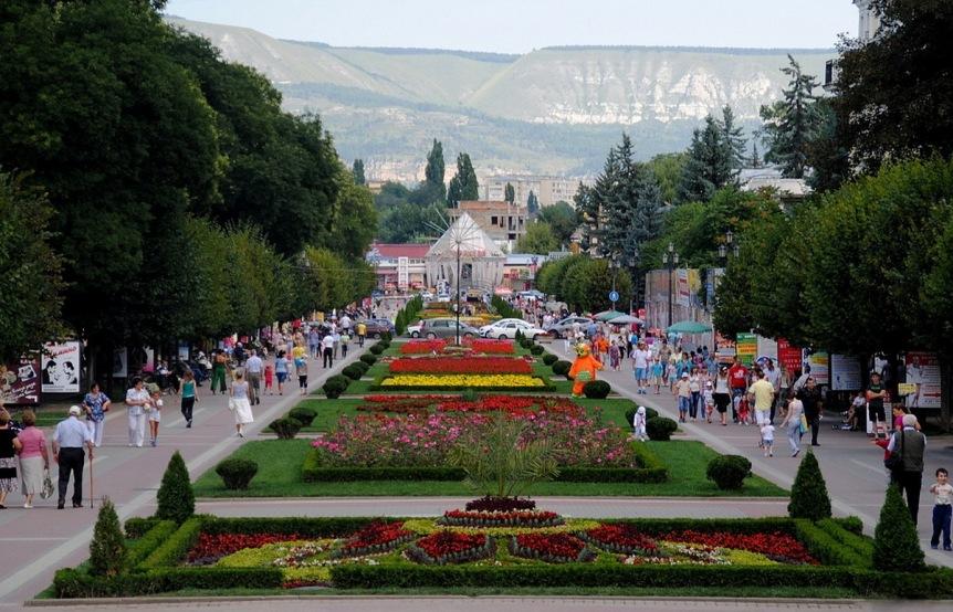 kavkazskie-mineralnye-vody-sozvezdie-kurortov-dlya-ozdorovleniya-i-otdyha-foto-kislovodsk-kurortnyy-park-bulvar